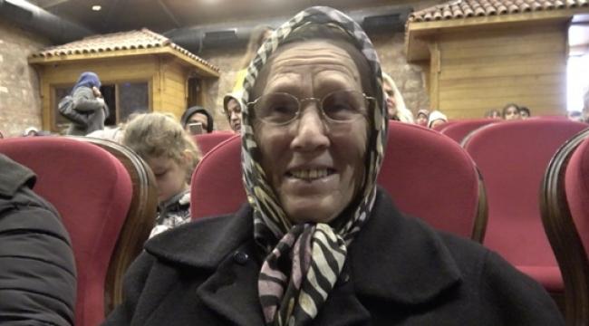 72 Yaşındaki Fatma Nine İlk Kez Tiyatro Seyretti