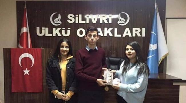 Silivri Ülkü Ocakları'nın Bilgi Yarışmasında Ödül Heyecanı