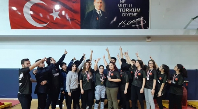 Atatürk Anadolu Lisesi Öğrencilerinin Şampiyonluk Sevinci