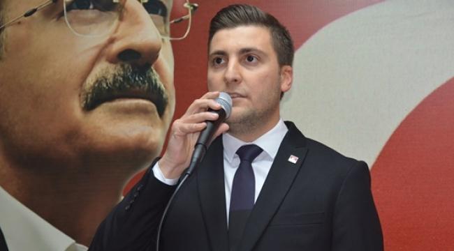 """Esen'den Bozoğlu'na: """"Halka ve Halkın Gerçeklerine Altın Varaklı Saraydan Bakan Bir Zihniyet!"""""""