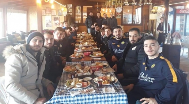 Green Cafe'den Değirmenköyspor'a Moral Kahvaltısı