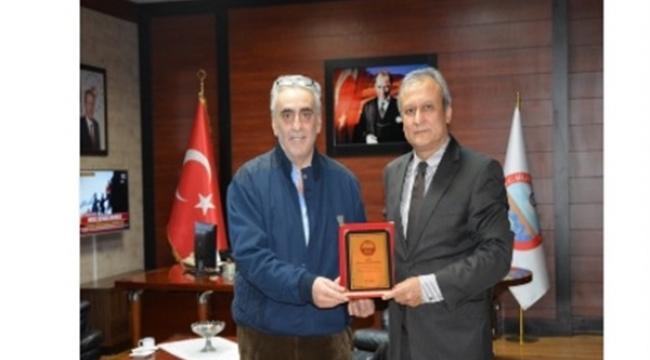 Kaymakam Partal'dan Hayırsever Kancıoğlu'na Teşekkür Plaketi