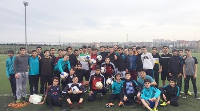 Silivrispor'dan Beycilerspor'a Spor Malzemesi Desteği