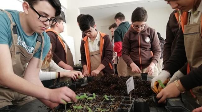 Tarım Lisesi Öğrencileri Üretim Atölyesinde