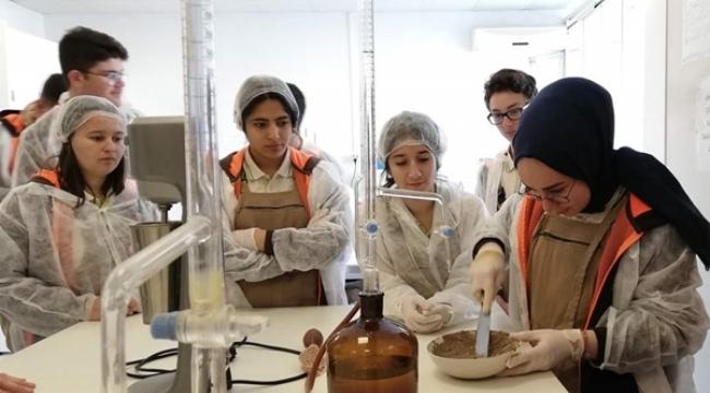 TÜRAM Öğrencileri, Toprak Analiz Laboratuvarı'nda Ders İşledi