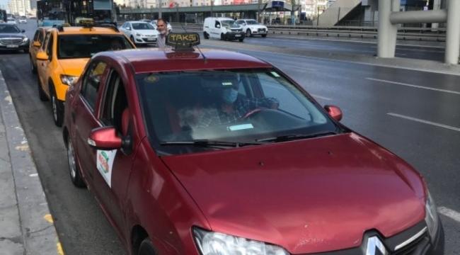 """Taksicilerin """"bordo"""" tartışması! İBB'nin kararına tepki: Çok büyük haksızlık yapıyorlar!"""