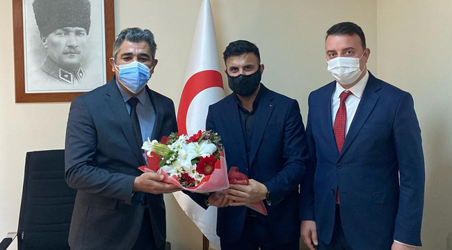 AK Partililer, 14 Mart dolayısıyla sağlık çalışanlarının yanındaydı