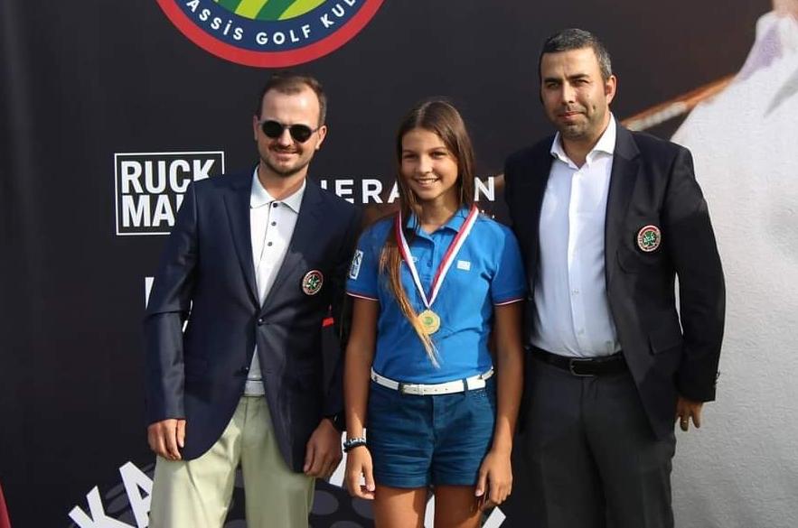 Kulüp Şampiyonası'nda mücadele eden çocuk golfçüler ödülendirildi