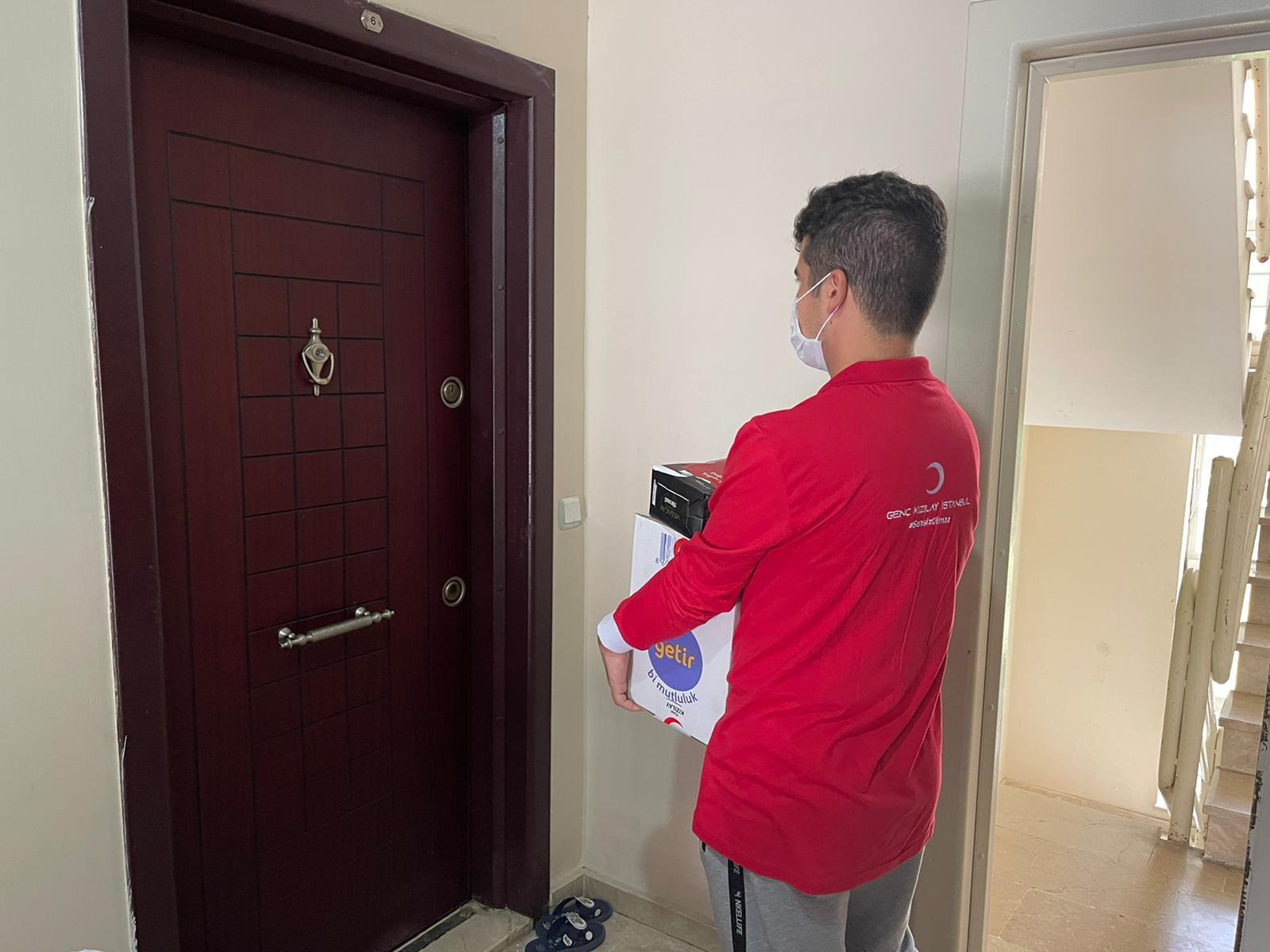 Silivri Genç Kızılay'dan, ihtiyaç sahiplerine yardım desteği
