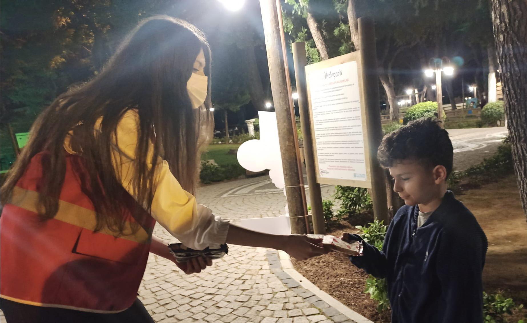 Silivri Genç Kızılay Gönüllüleri Çocularla Birlikte Kitap Okudu
