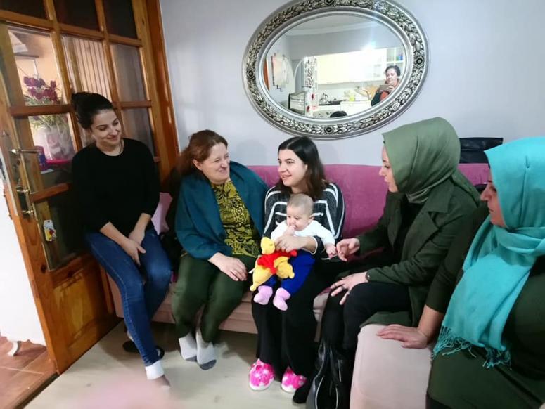 AK Kadınlar, Mimarsinan'da ev ziyareti yaptı
