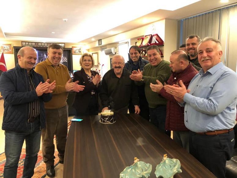 Ali Tonta'ya dostlarından doğum günü sürprizi