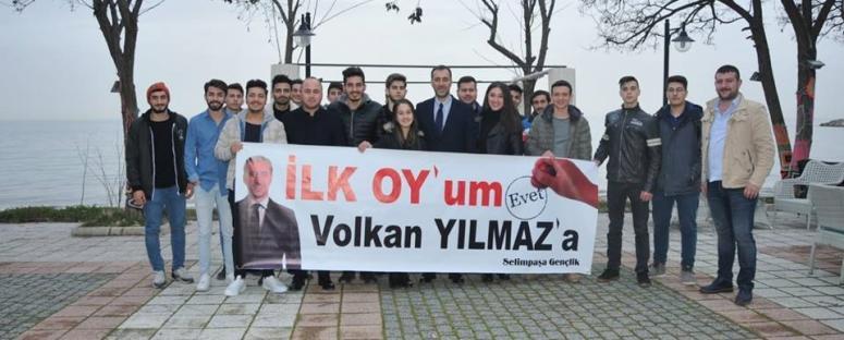 Yılmaz, ilk kez oy kullanacak gençlerle buluştu