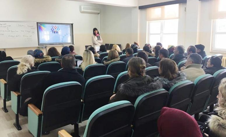 Veliler 'Örnek Anne-Baba Olmak' seminerinde buluştu