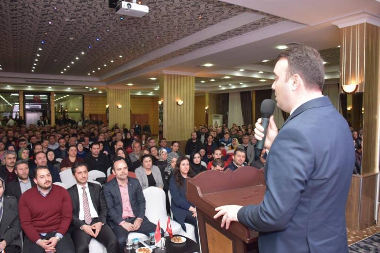 AK Parti'den sandık başkanlarına eğitim
