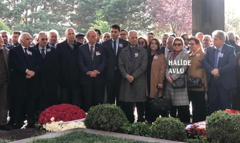 Avlu, Turgut Özal'ın anma törenine katıldı