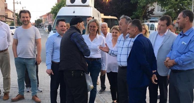 CHP'liler demokrasi mücadelesini Kadıköy'de sürdürdü
