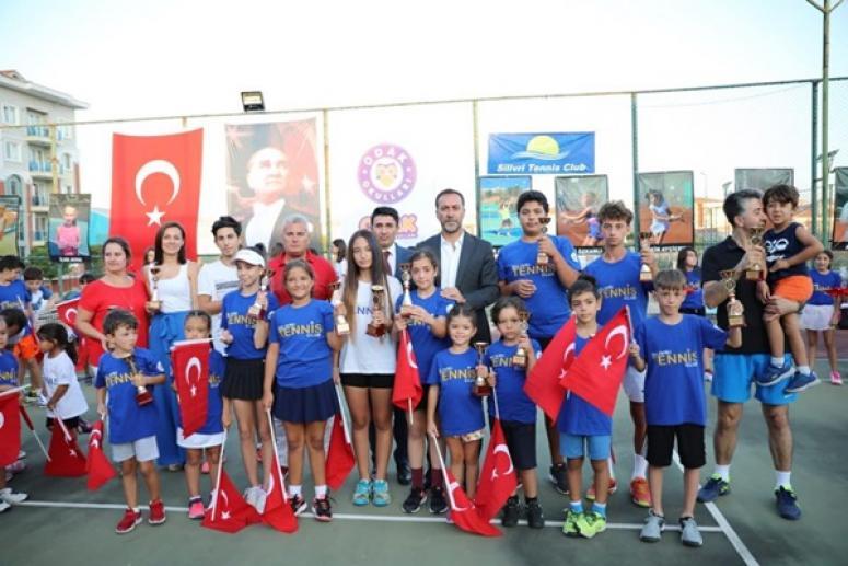 Zafer Kupası Tenis Turnuvasına Renkli Kapanış