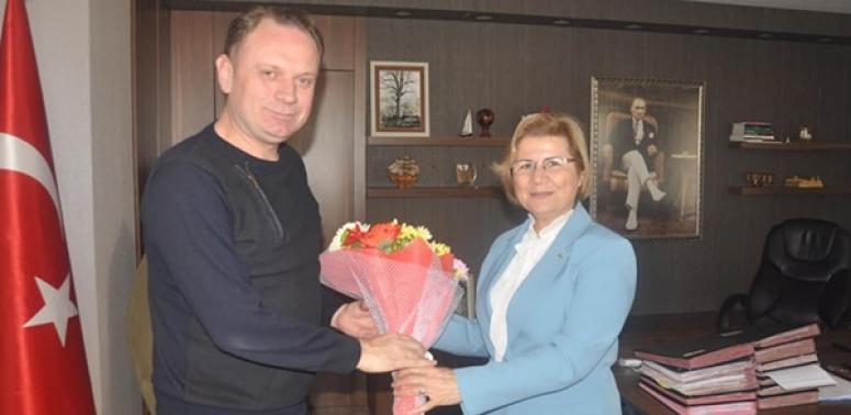 Avlu ve yönetiminden, Ertürk'e tebrik ziyareti