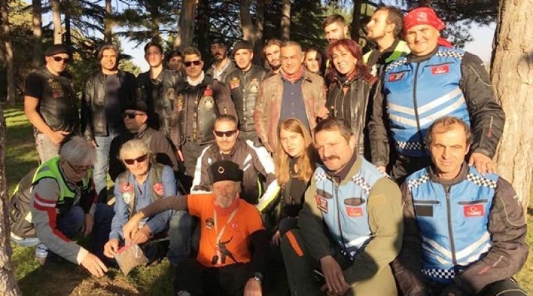 Silivri Motosiklet Kulübü, Atatürk'ü, Annesinin Kabri Başında Anacak