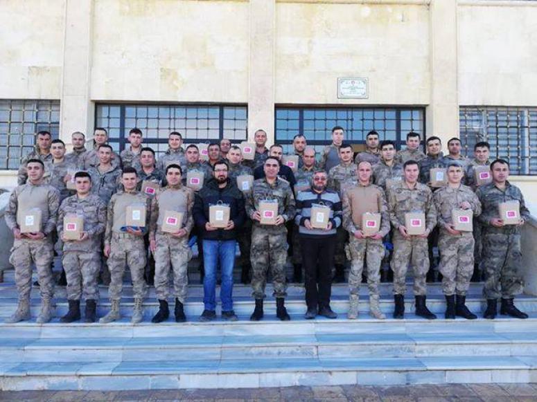 Özel öğrencilere Afrin'deki askerlerden 'Teşekkür'