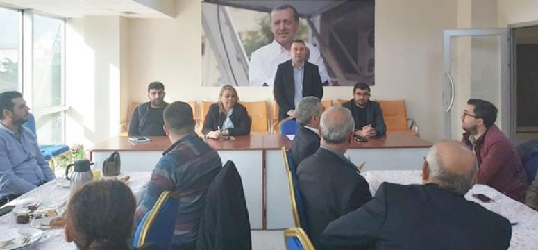 AK Parti'de Mahalle Başkanları Toplandı