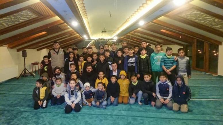 Doğu Türkistanlı Kardeşlerimize Yardım Eli