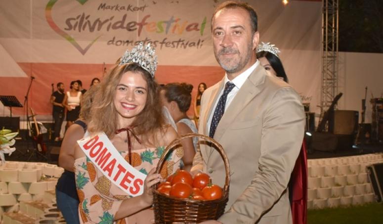 SİLİVRİ'DE COŞKULU DOMATES FESTİVALİ