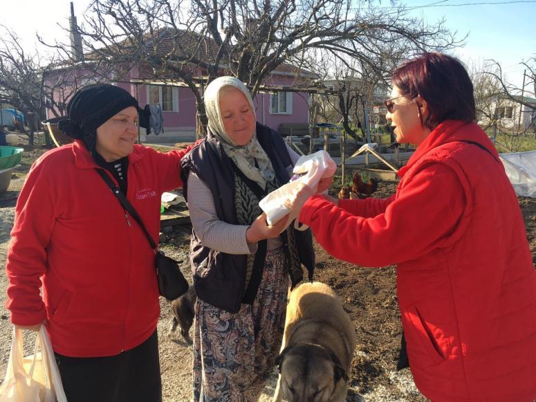 CHP'li Kadınlar Gidilmedik Ev Bırakmıyor