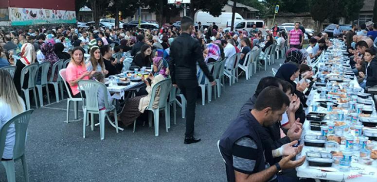 Çeltik esnafı, mahalle sakinlerine iftar verdi!