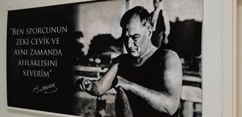 Alibey Spor Salonu Atatürk Fotoğraflarıyla Donatıldı