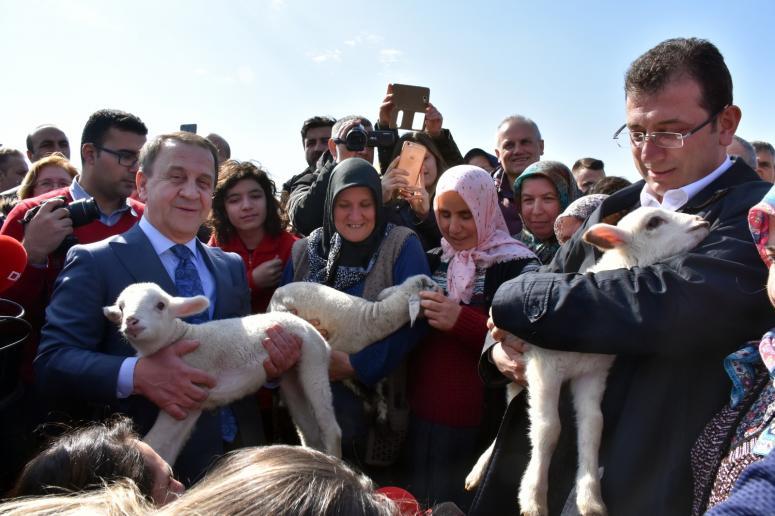 Ekrem İmamoğlu TÜRAM'da çiftçilerle buluştu