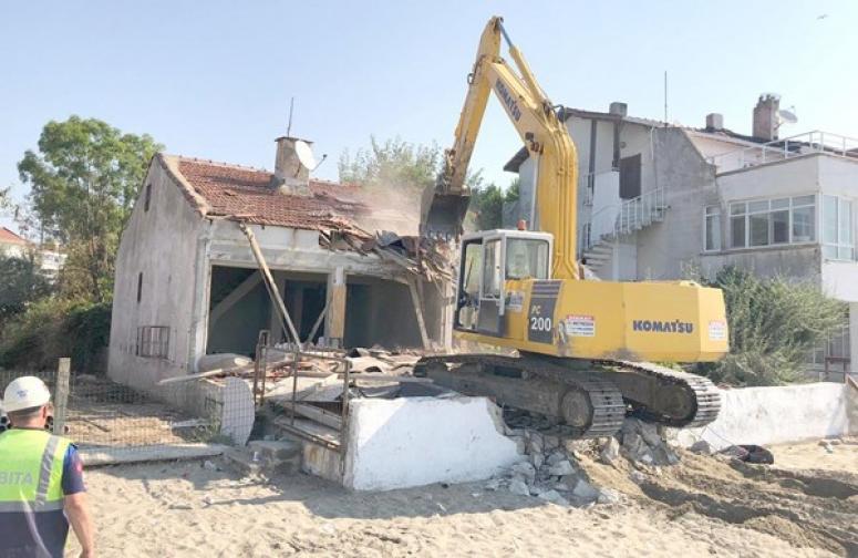 Mimarsinan Mahallesi'ndeki Metruk Yapı Yıkıldı