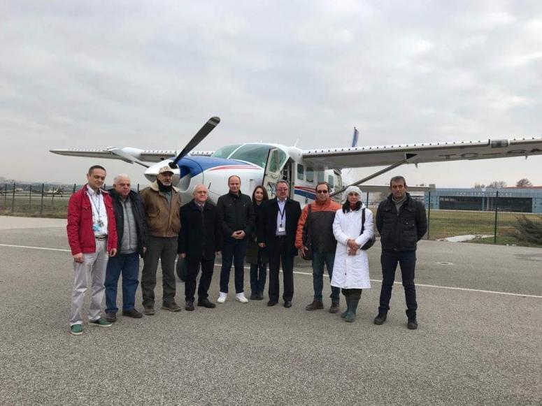 Silivrili hayvanseverler Ankara'daki hayvanlara uçakla yemek attı