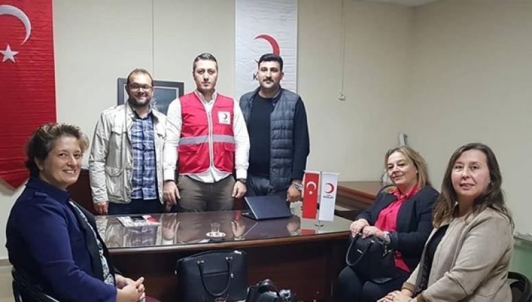 AK Parti'den Kızılay'a Kutlama Ziyareti