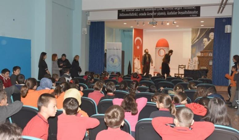 Yenilenen Şehit Olcay Özcan Okulu Konferans Salonunda Neler Yapıldı?