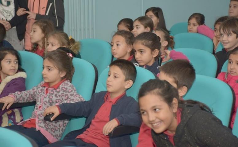 Kadıköylü Minikler Yenilenen Salonda İlk Tiyatro Oyununu Seyretti