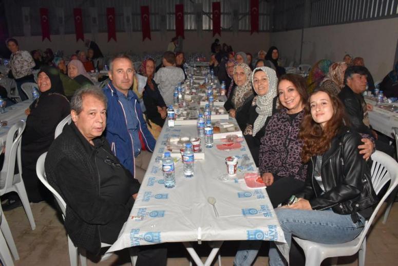 Ünlü oyuncular, iftar sofrasına katıldı